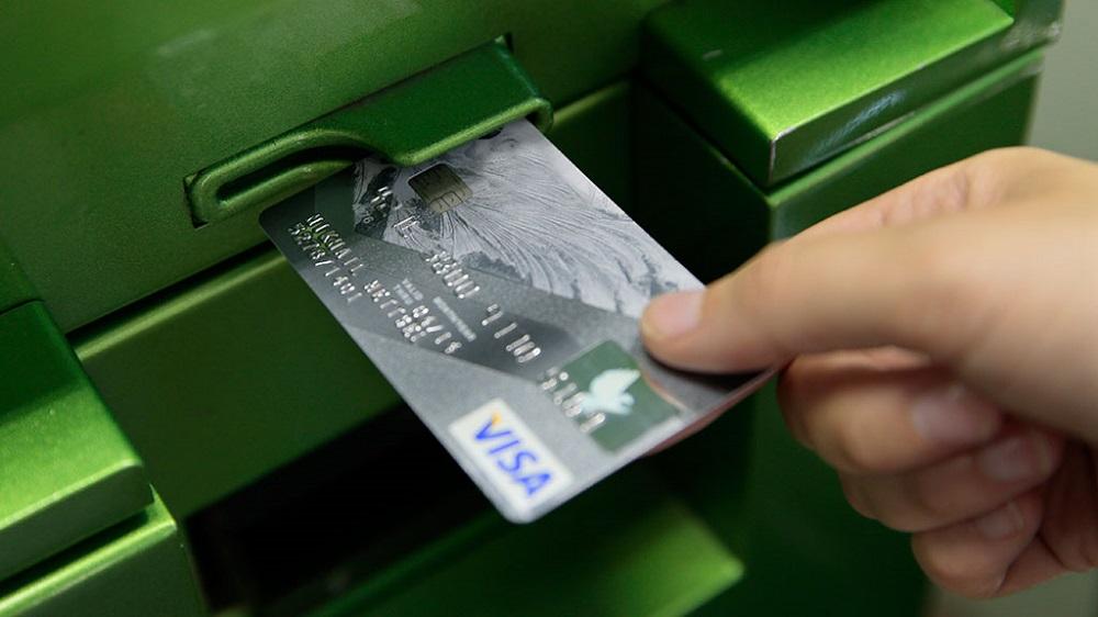 Как защитить деньги от мошенников на банковской карте