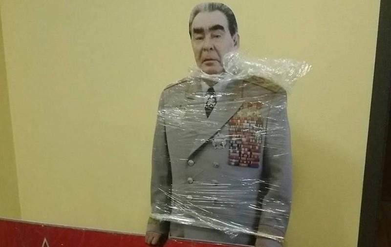 Масоны заказали ростовые стенды Брежнева для участия в выборах Госдумы