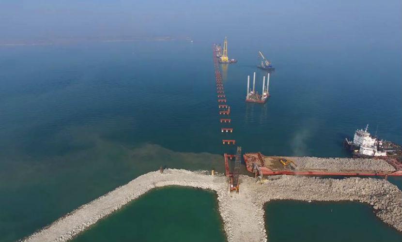 Турецкое судно частично разрушило недостроенный мост через Керченский пролив