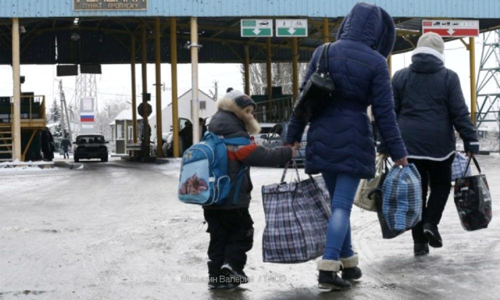 Многодетную украинку выдворили из России в США к мужу