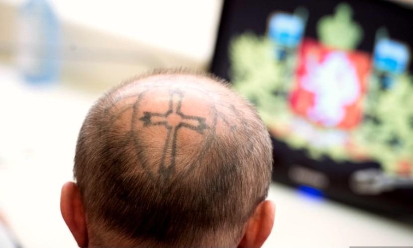 Трижды судимый мужчина с пауком на черепе стал депутатом при поддержке «Единой России»
