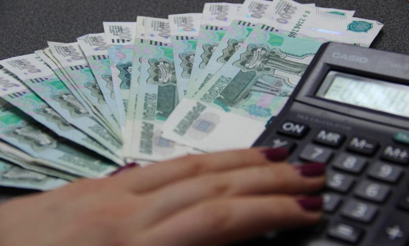 Россияне в январе 2016 года потратили на 200 миллиардов рублей больше, чем заработали