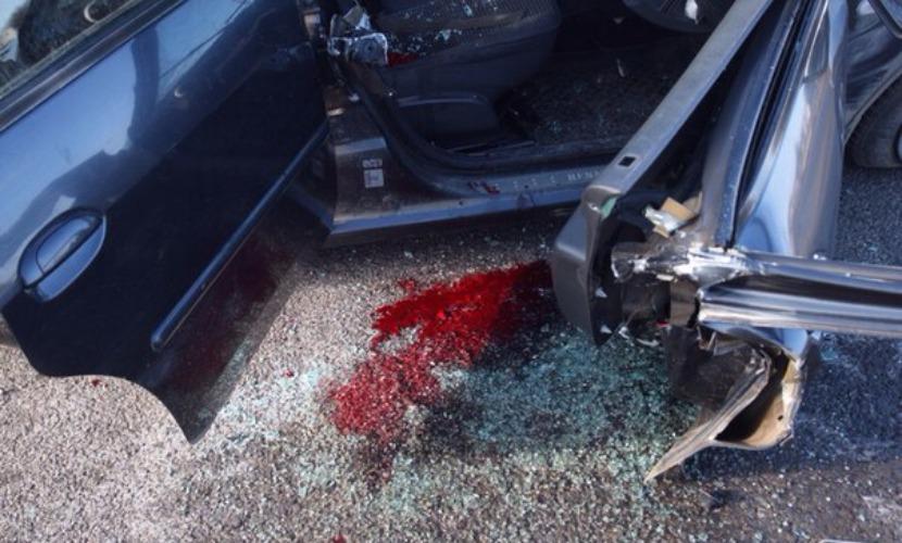 Беременная женщина с шестью попутчиками ранены в аварии с автобусом