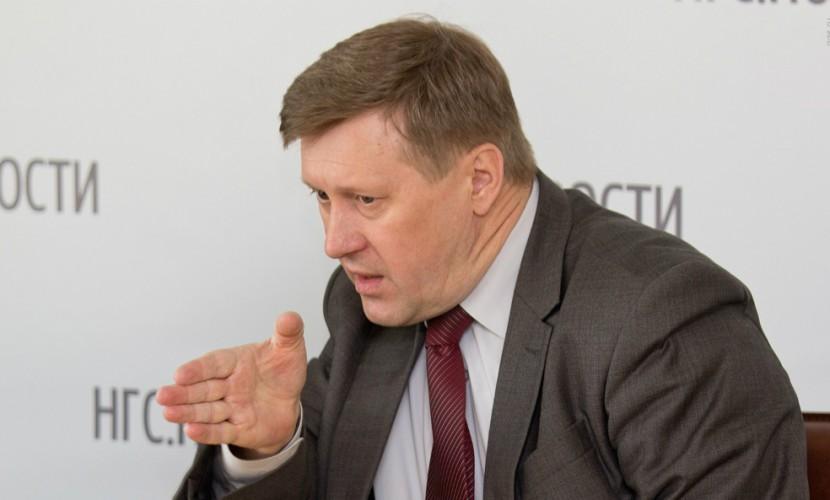 Мэр Новосибирска Локоть отказался покрасить себе ирокез и принять участие в молодежном шествии
