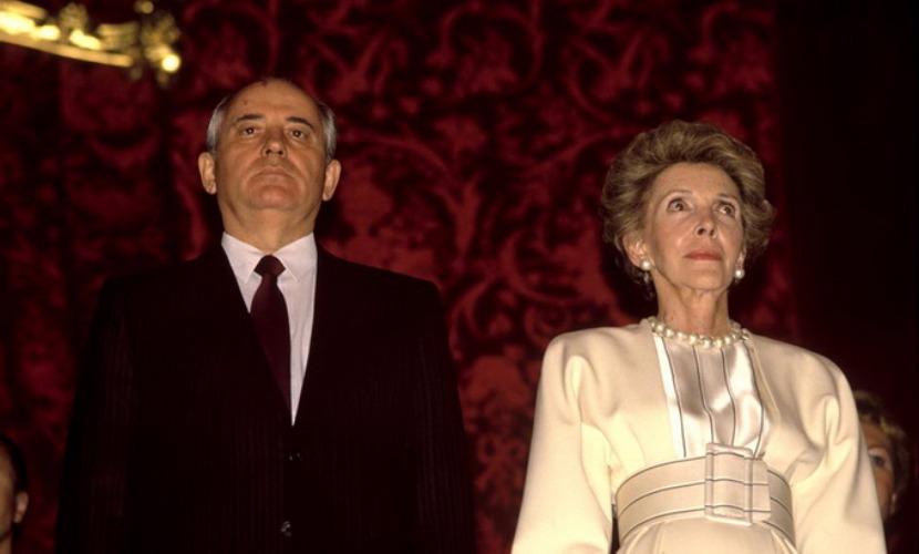 Нэнси Рейган создала мостик доверия между главами США и СССР, - Горбачев