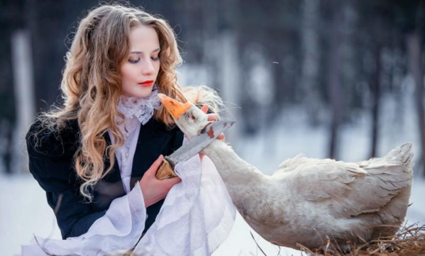 Модель из Нижегородской области снялась в видео кровавой расправы над гусем