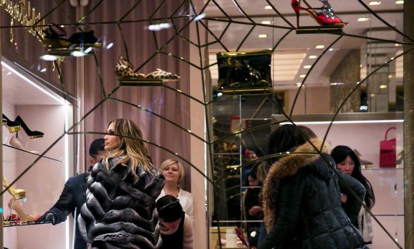 Дженнифер Лопес купила лабутены в московском бутике после выступления на свадьбе