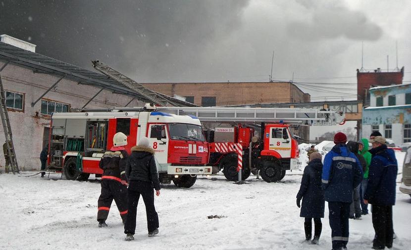 Склад игрушек в Екатеринбурге удалось потушить за четыре часа