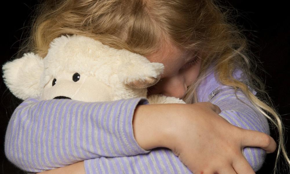 Как маленькую девочку изнасиловали