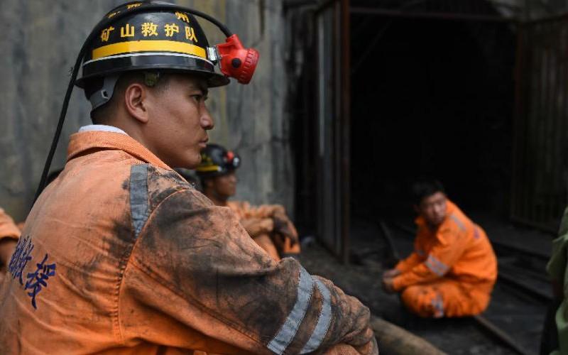12 горняков погибли при взрыве на шахте в Китае