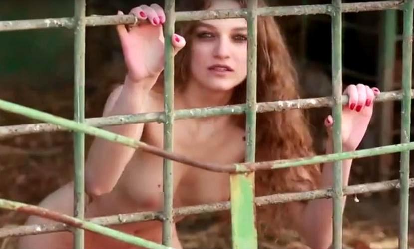 Обнаженная иркутская модель снялась в жутком видео против убийства животных