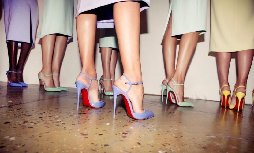 Международный женский день решили отметить забегом на лабутенах по бутикам Сочи
