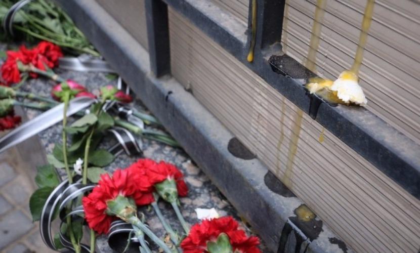 Украинские активисты с криками