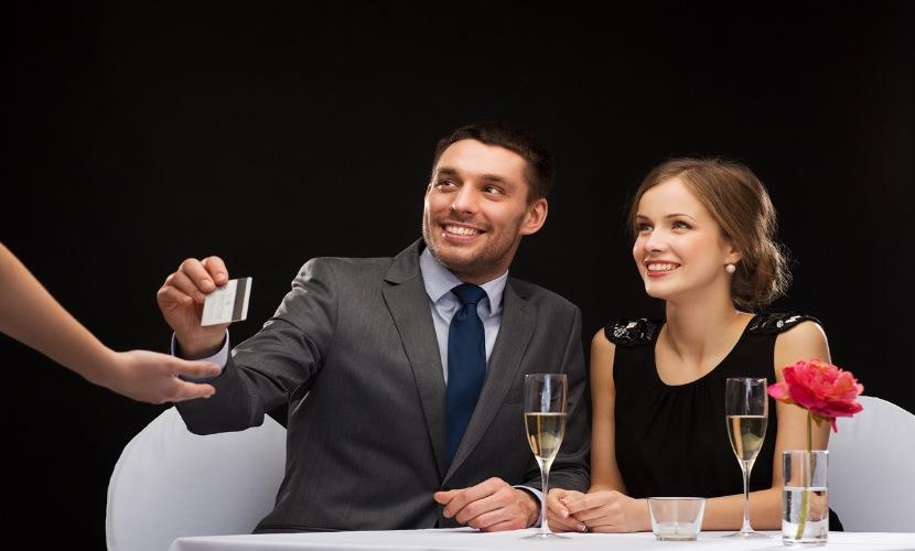 Составлен рейтинг «потрошения» российскими мужчинами своих заначек для подарков женщинам на 8 Марта