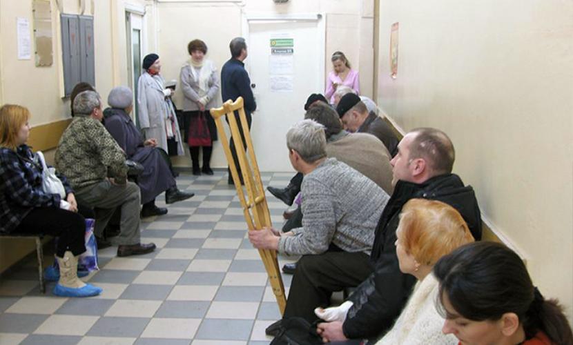 Пенсионер умер в очереди к врачу в Санкт-Петербурге