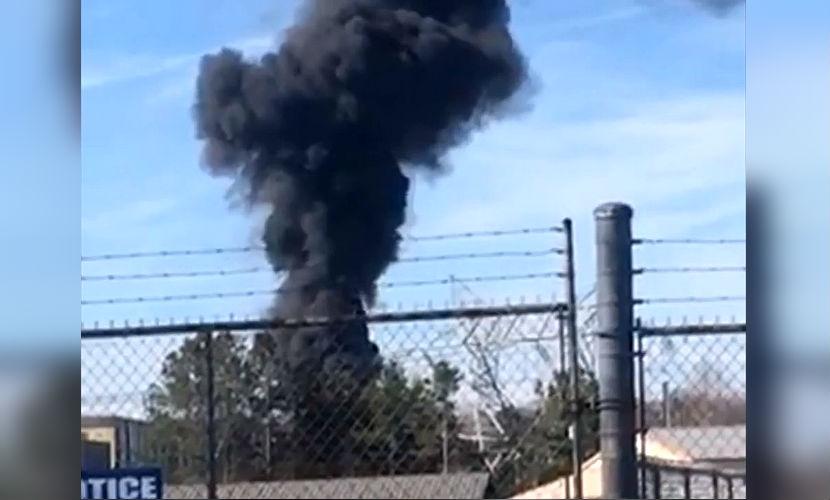 Серия мощных взрывов спровоцировала крупный пожар на АЭС в США