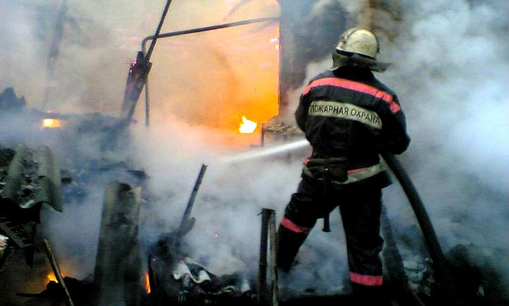 8-летняя девочка и трое взрослых сгорели при пожаре в свердловском Новоуральске