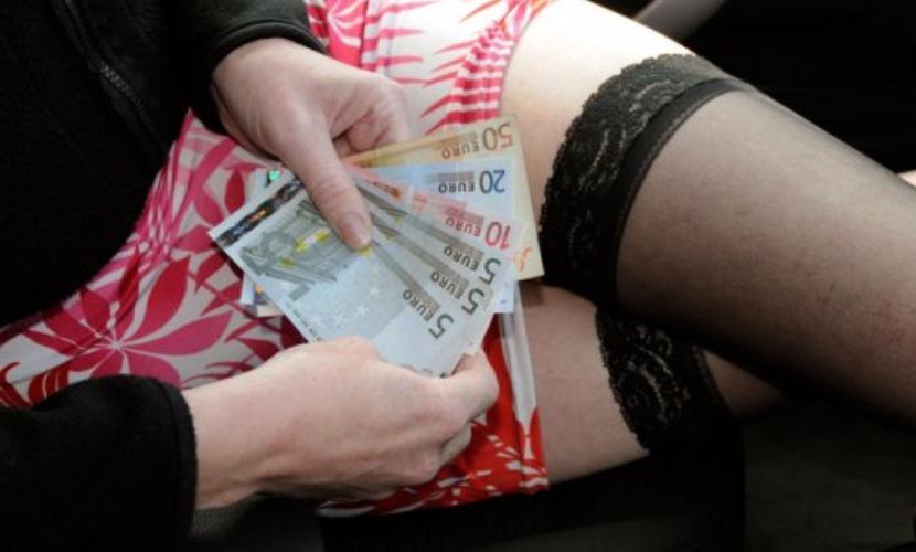 Проститутка требовала со священника 400 тысяч евро за