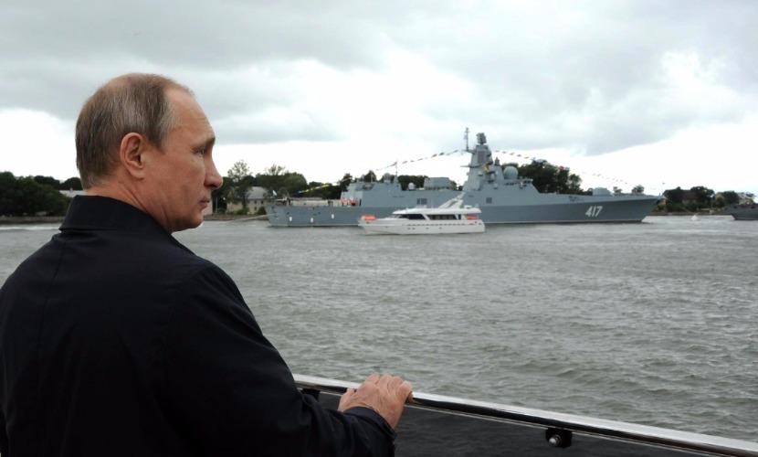 Кремль сообщил о планах Путина в день годовщины присоединения Крыма посетить полуостров
