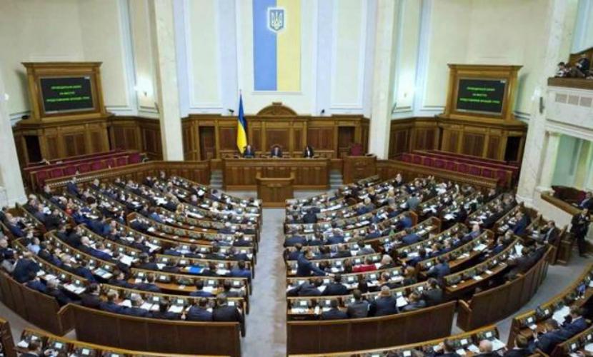 Зарплату украинским депутатам решили поднять в три раза на фоне кризисных условий в стране