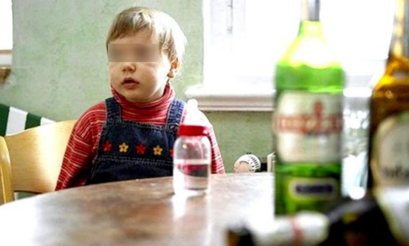 Пьяная компания сыграла в «пионербол» трехлетней девочкой под Нижним Новгородом