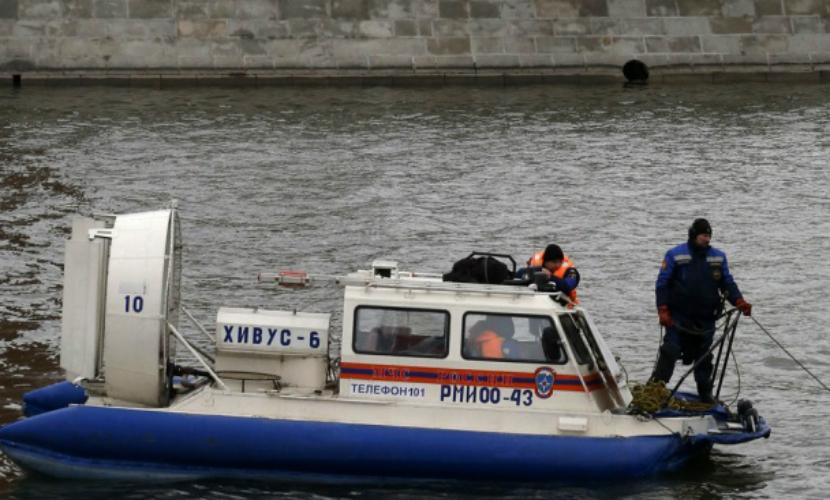 В Петербурге дворник утонул, спасая из реки подругу, которую сам туда столкнул