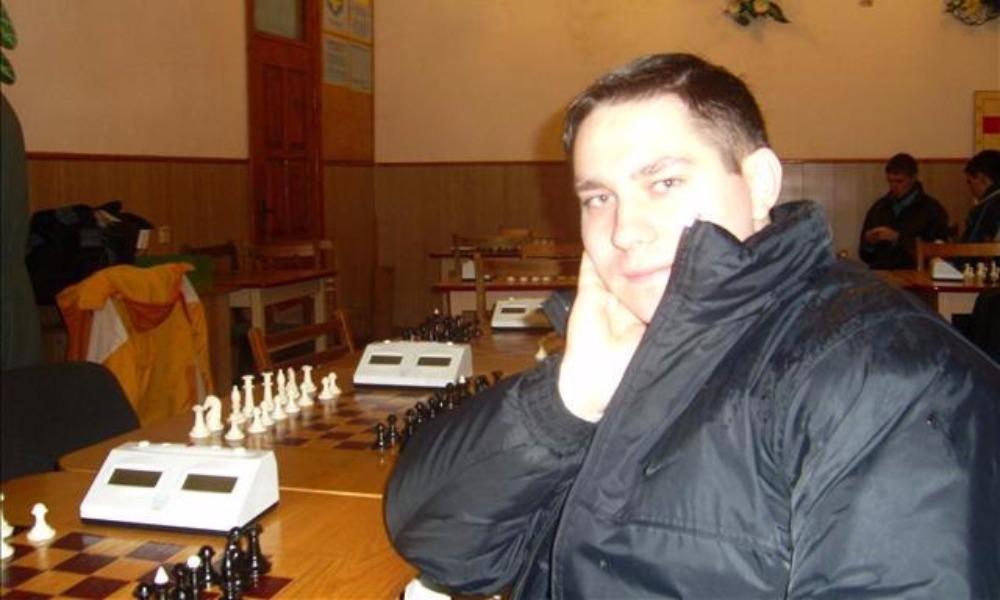 Украинского шахматиста Сакуна обвинили в неуважении к сопернице и побили в Николаеве
