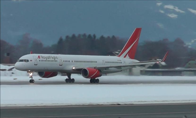Летевший из Индии в Москву Boeing совершил аварийную посадку в Астрахани