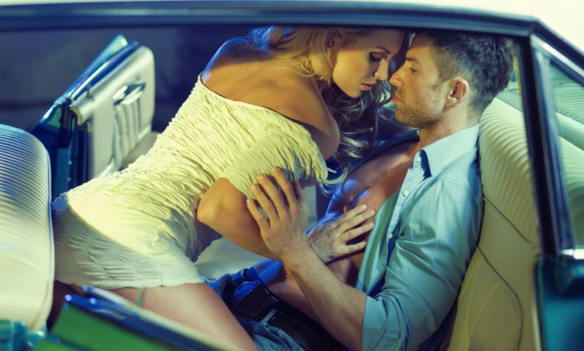 Бурный секс в автомобиле превратил его в огненную ловушку для любовников