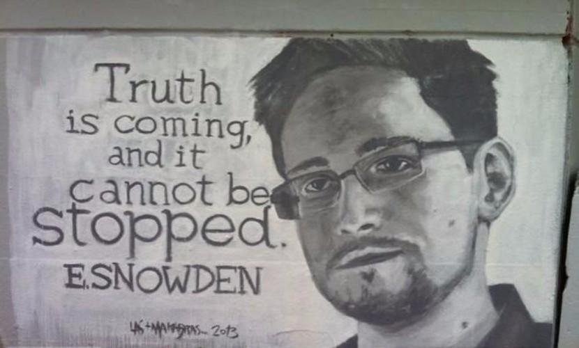Прячущегося в России шпиона-разоблачителя Сноудена наградили за личное мужество