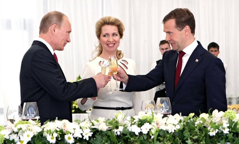 Владимир Путин наградил жену Дмитрия Медведева