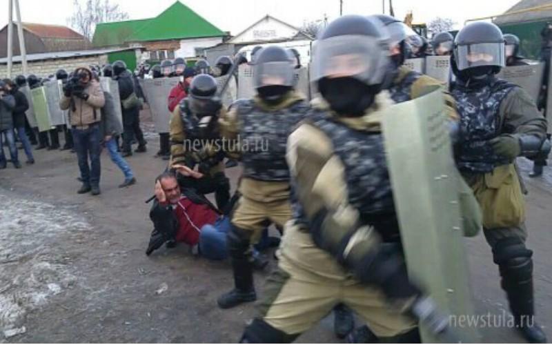 ОМОН оцепил сельскую администрацию из-за нападения цыган в Тульской области