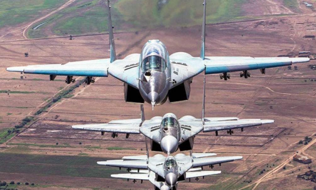 Российские летчики точными ударами уничтожили 100 террористов и четыре танка