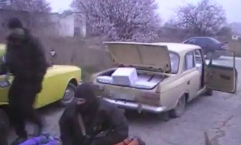 """Две тысячи литров паленой водки на машинах """"Почты России"""" ввезли в Крым"""