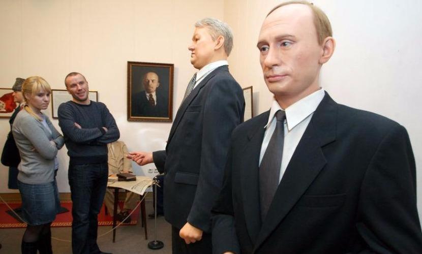 Благодарные сербы торжественно установили воскового Путина