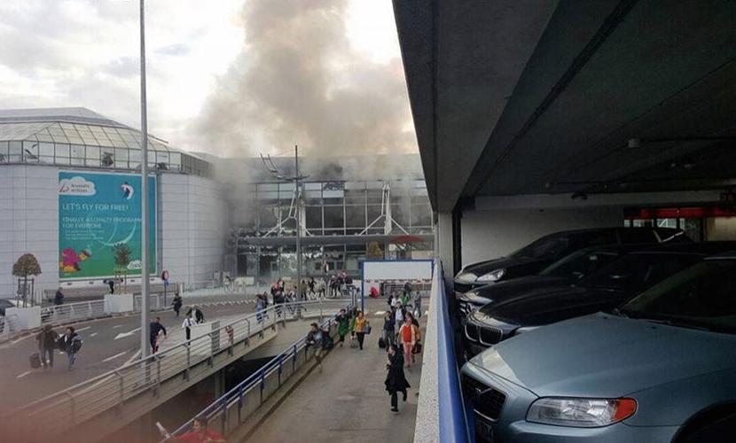 В аэропорту Брюсселя прогремело два взрыва, есть пострадавшие