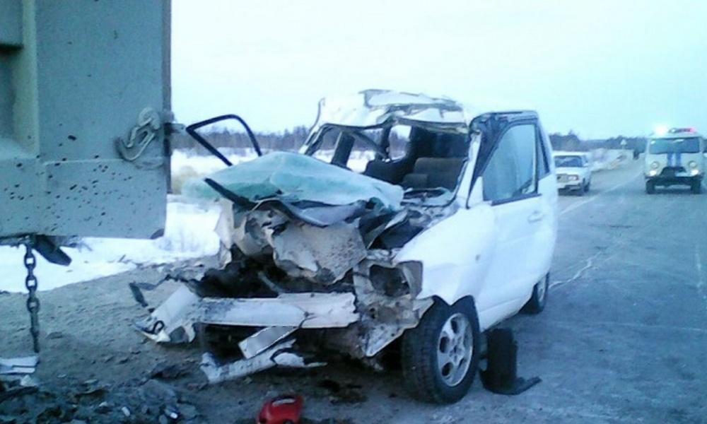 Двое заключенных после побега попали в смертельное ДТП в Якутии