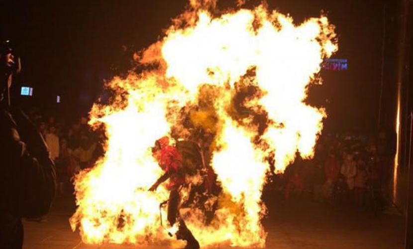 Видео с загоревшимся артистом на файер-шоу в Тюмени появилось в Сети