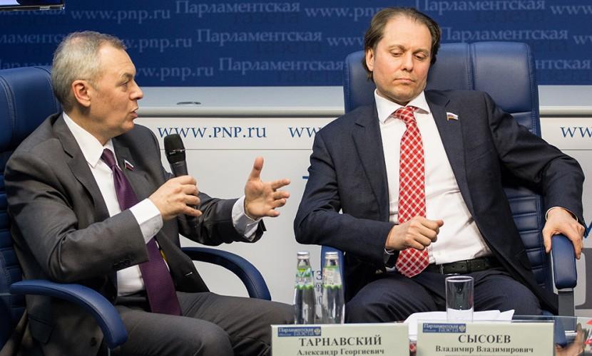 Депутаты Госдумы поругались на пресс-конференции из-за отчета Медведева