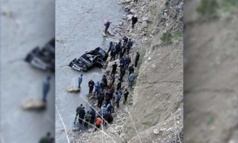 Автомобиль сдетьми упал вреку вЦумадинском районе
