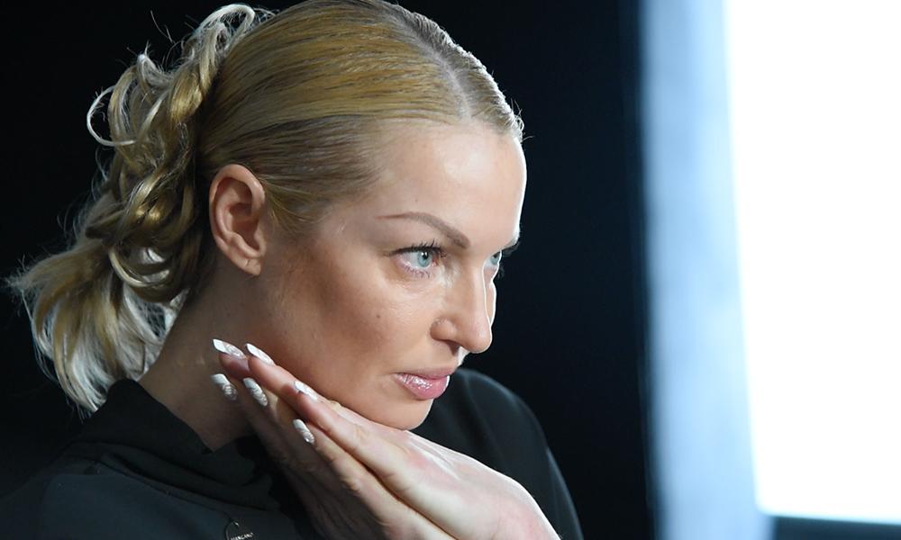 «Вы — страшные и недолюбленные»: Волочкова обрушилась с оскорблениями за вопрос о вечеринке с сухим льдом