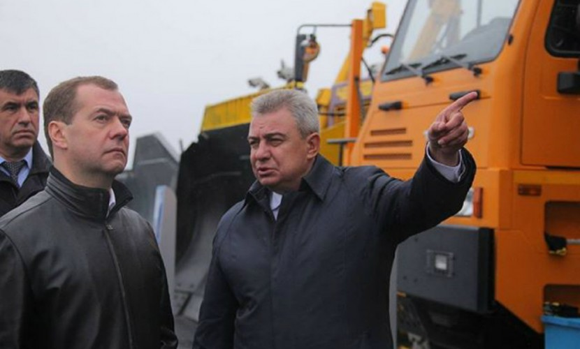 Медведев заявил об отсутствии на Украине промышленности и государства