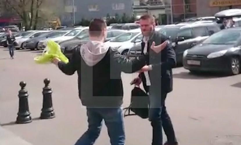Алексея Навального облили химреактивом возле офиса Фонда борьбы с коррупцией