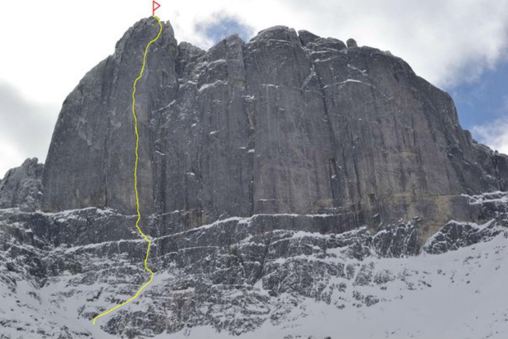 На Икатском хребте группу альпинистов накрыла лавина