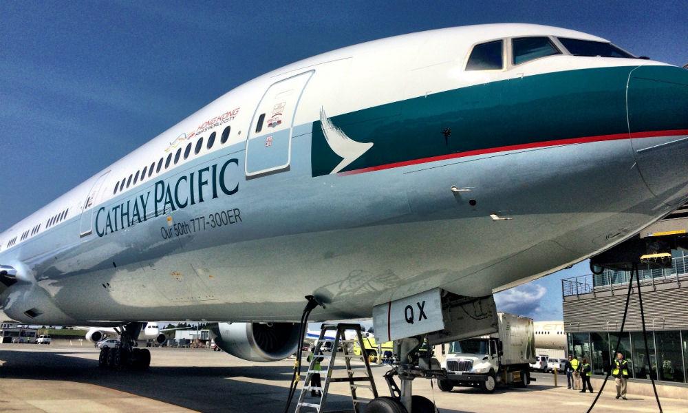 Boeing с 248 пассажирами из-за неисправного двигателя экстренно приземлился в китайском аэропорту