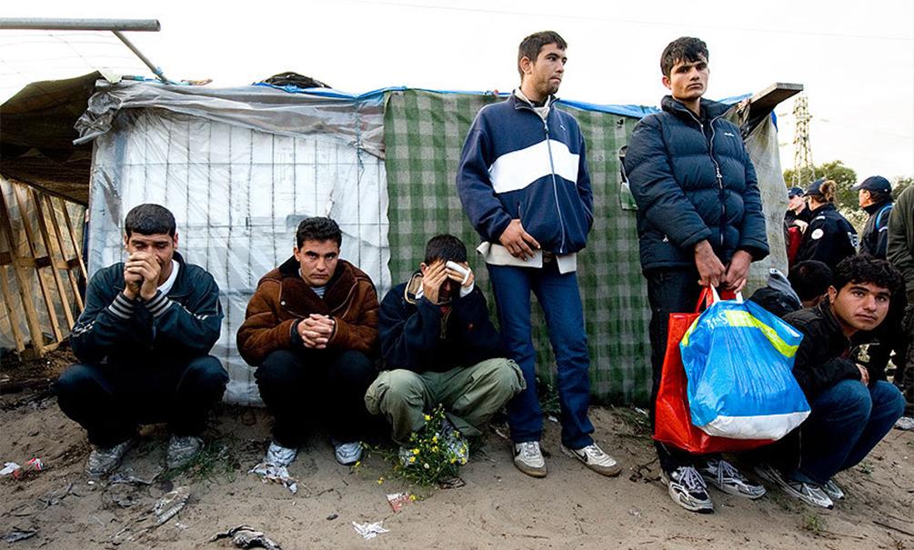 Беженцев из лагерей в Германии похищают для торговли наркотиками, краж и избиения людей
