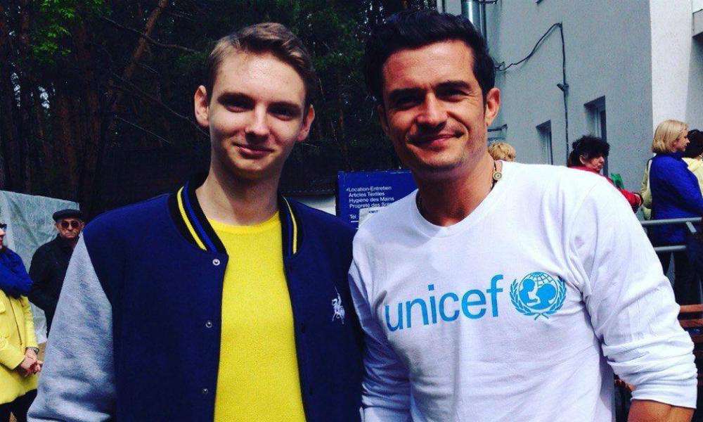 Орландо Блум встретился со школьниками Донбасса