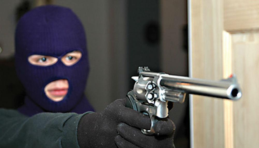 Вооруженные грабители в масках вынесли сейф с миллионами из московского офиса