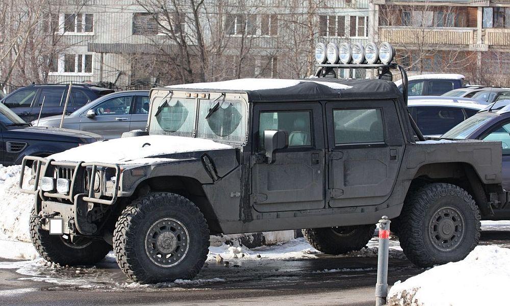 Тулячка доложила в ГИБДД о неправильной парковке Hummer из Москвы, но тоже была оштрафована