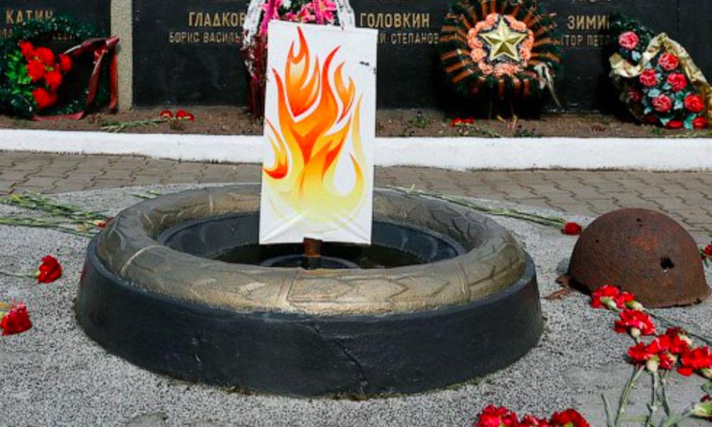 Жители Калининградской области возмутились нарисованным Вечным огнем на мемориале